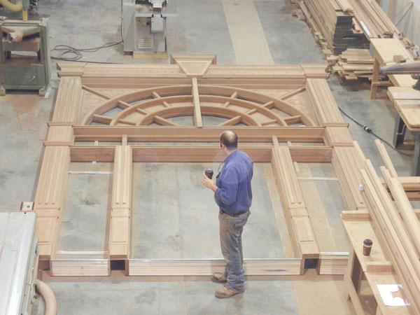 ahli pembuatan pintu