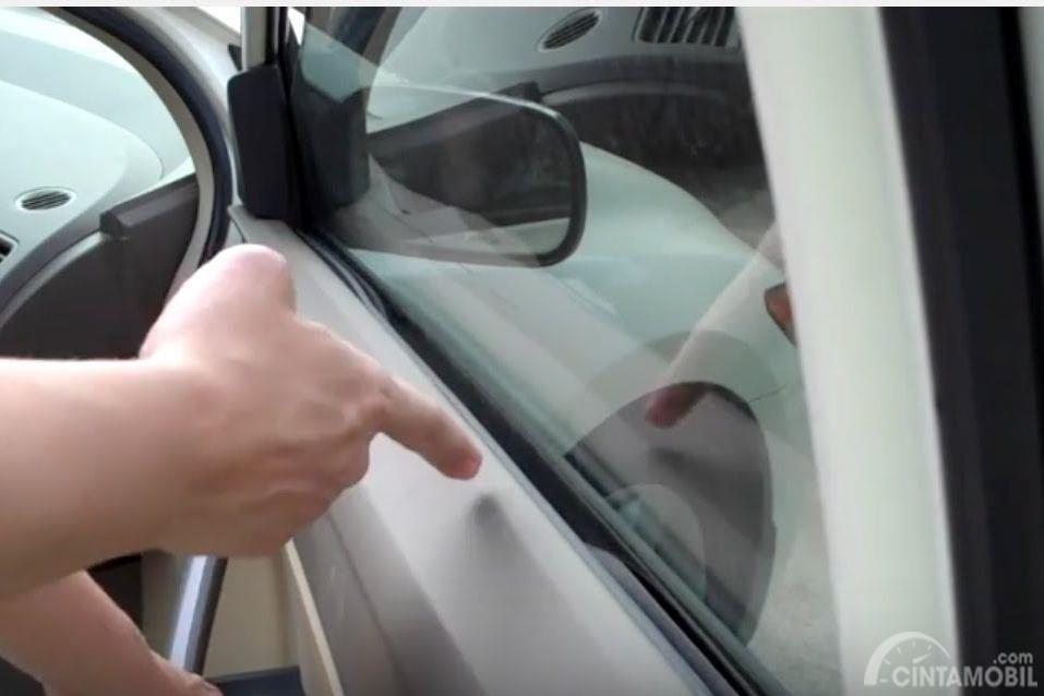panel pintu mobil